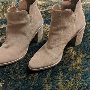 BP size 8 women's brown booties